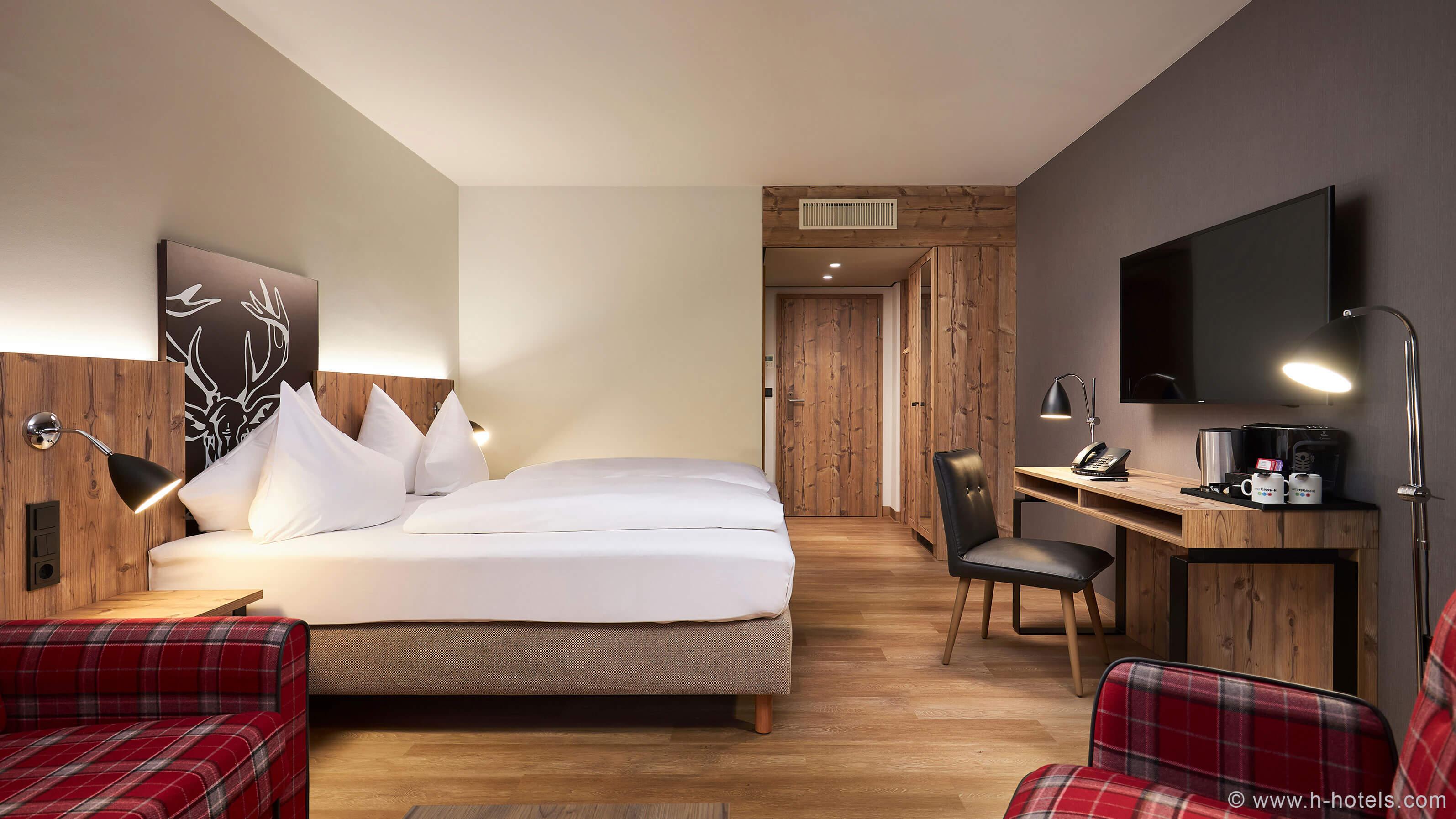 h-hotels_zimmer-superior-doppelzimmer-02-hplus-hotel-garmisch_Original-(kommerz.-Nutzung)-_ed834da1_